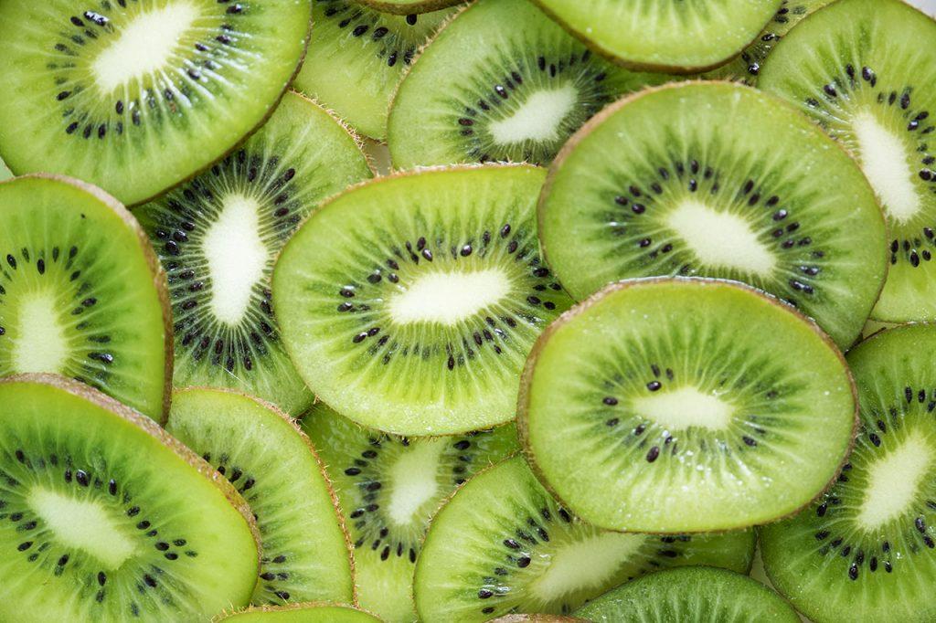 Kiwi beneficios y contraindicaciones