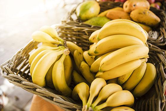 ¿El plátano produce estreñimiento?
